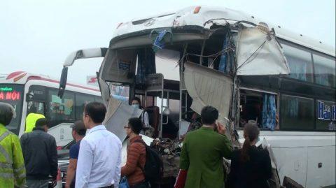 Xe khách đâm xe cứu hỏa: CA chưa thể làm việc với tài xế